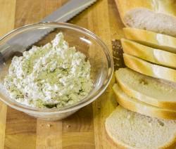 Sūrio ir graikinių riešutų užtepėlė